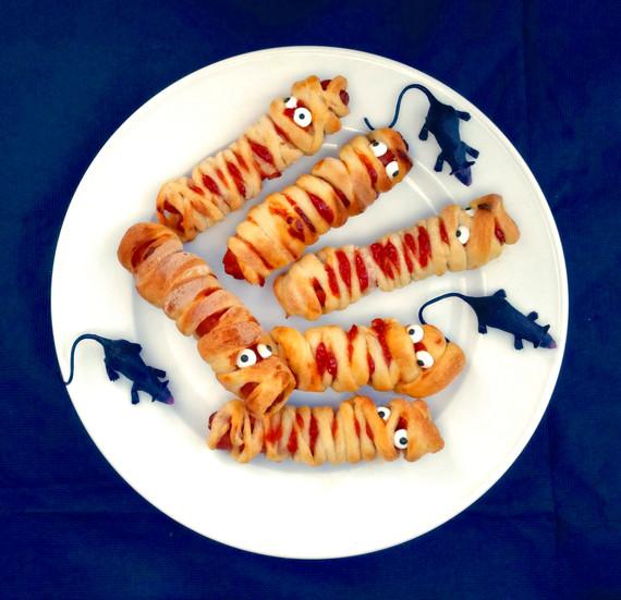 2015-10-16-1445025456-4022061-Halloweenmummies_DxO.jpg