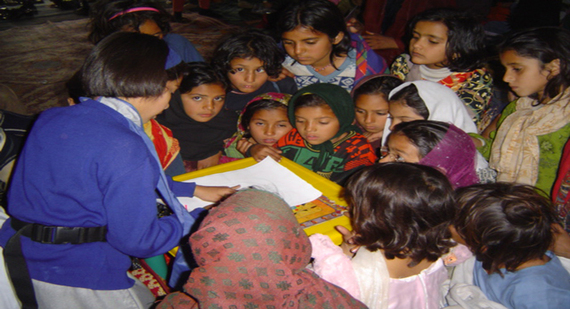 2015-10-17-1445116945-7885930-pakistanistudents.jpg