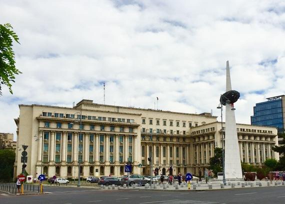 2015-10-18-1445179773-8873347-BucharestRevolutionSquare.jpg