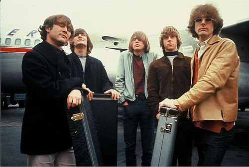 2015-10-19-1445266076-1774765-The_Byrds_in_1965.jpg