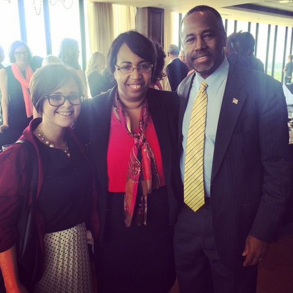 2015-10-21-1445453470-8459276-candycarson.png