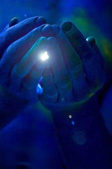 2015-10-23-1445626422-8730932-holdingthelight.jpg