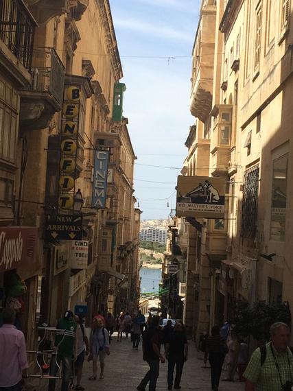 2015-10-26-1445860428-3081880-malta.street.jpg