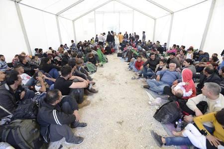 2015-10-27-1445971768-1887565-SyrianrefugeesfromAlison1.jpg