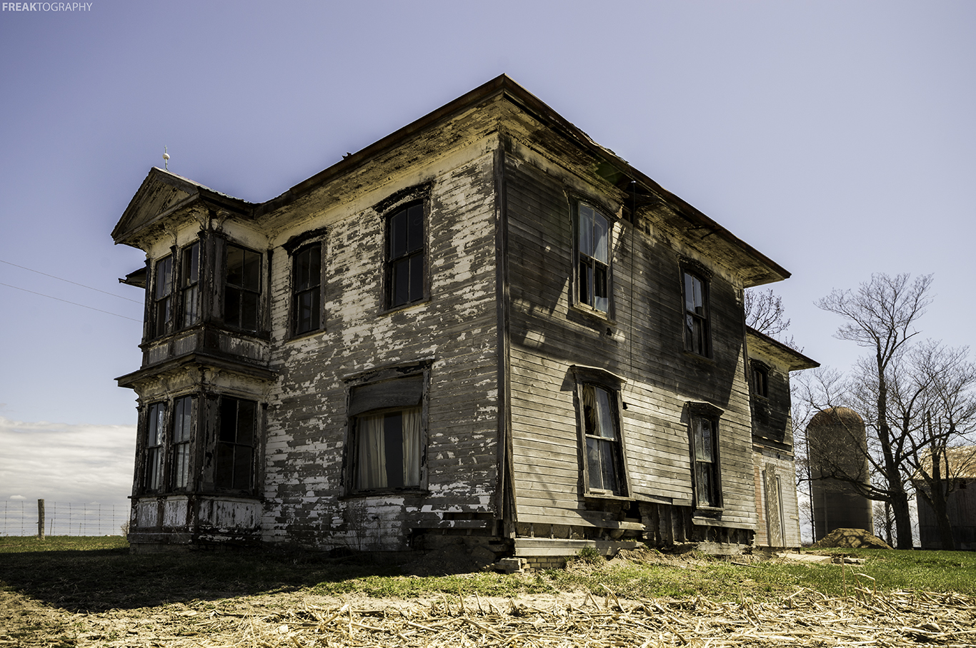 20 Photos Of Creepy Old Abandoned Houses