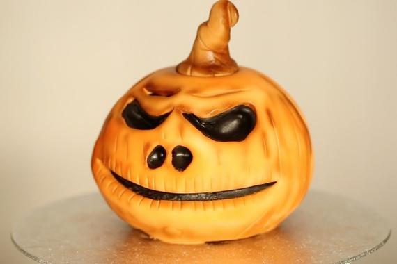 2015-10-29-1446127706-3905872-pumpkincakeDaisyBrydonfortheearlyhour.com.jpg