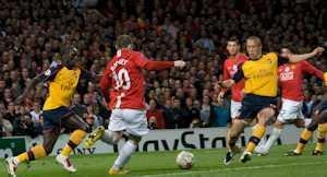 2015-11-01-1446413072-8019282-Man_Utd_vs_Arsenal_20090429.jpg