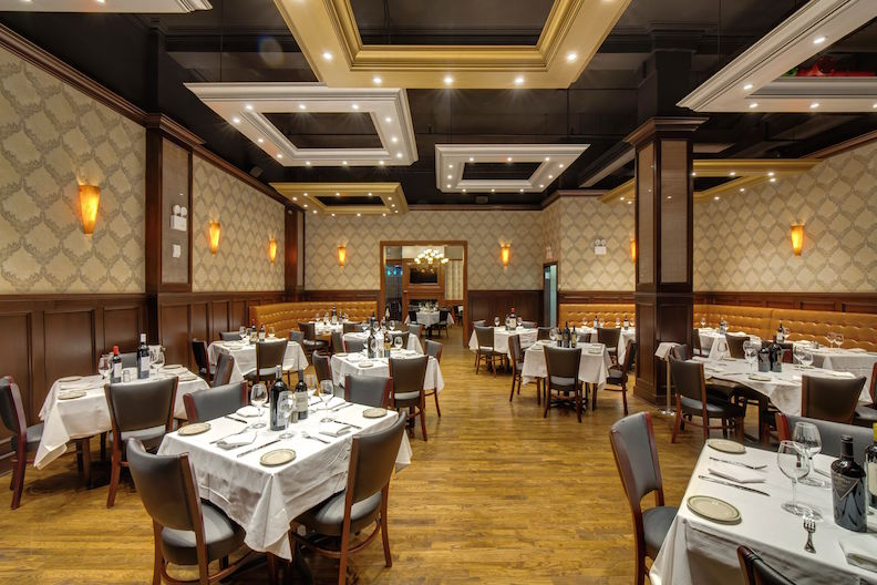 Nyc S Rocco Steakhouse Is As Much About Cordial Service As