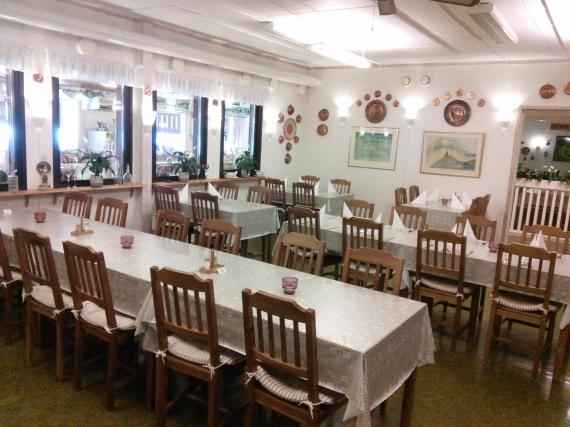 2015-11-03-1446547370-9357277-diningroom1.jpg