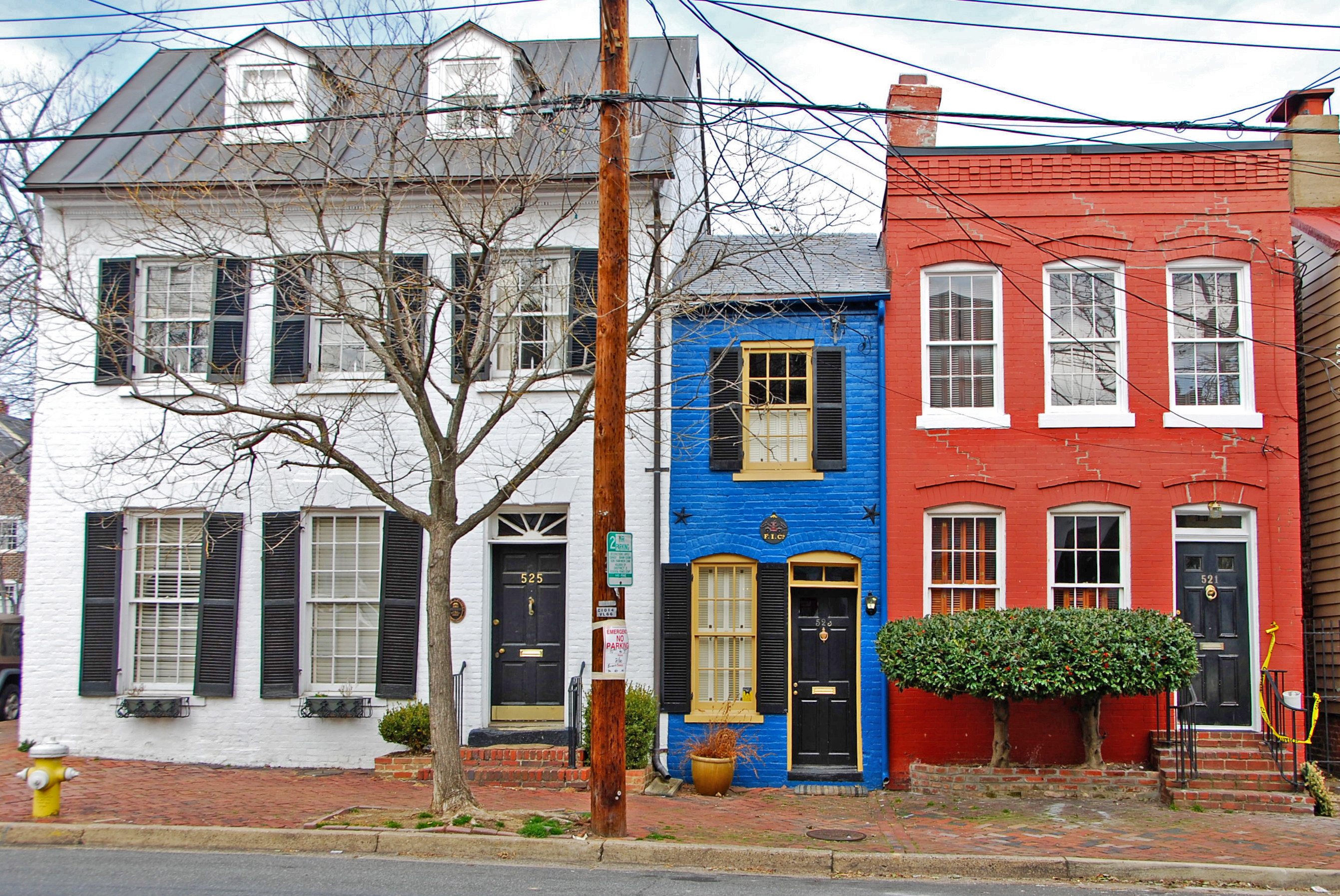 The skinniest houses in the world huffpost for Small home architects