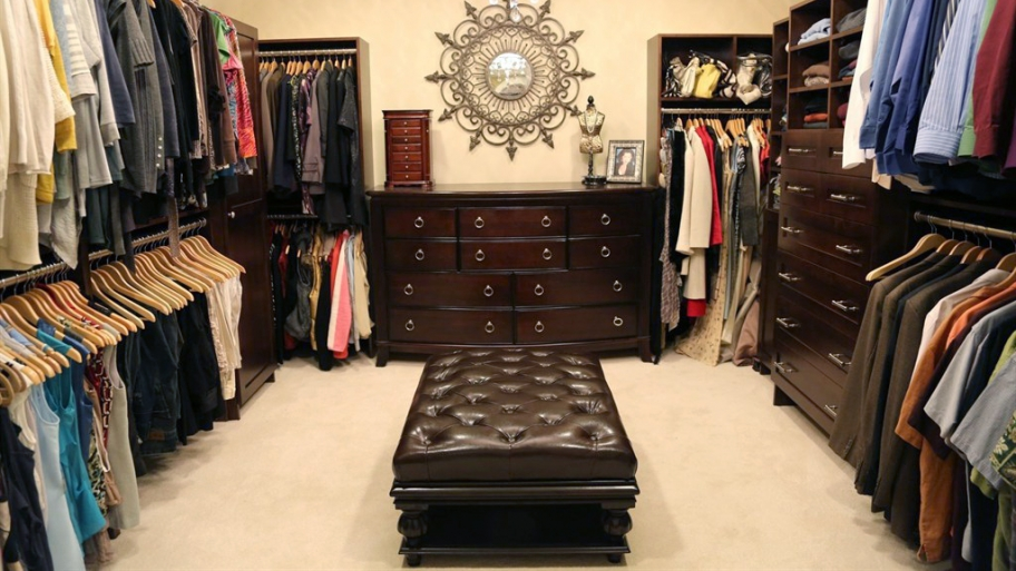 How to organize your closet like a pro huffpost for How to organize your walk in closet