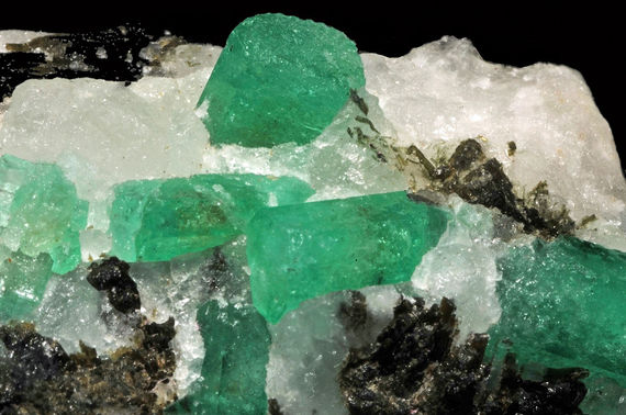 2015-11-13-1447386954-4261560-TalibanBryl_var__meraude_tourmaline_var__dravite_et_calcite_Mingora_Mine_Swat__Pakistan_2.jpg