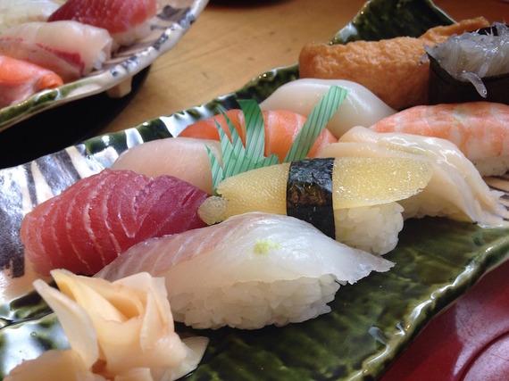 2015-11-15-1447558374-1443205-sushi975075_1920.jpg