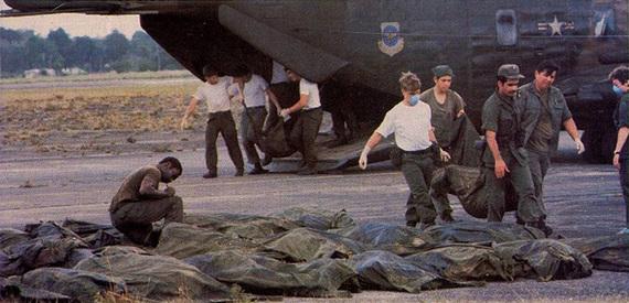 2015-11-18-1447869139-4148164-Bodies_at_Jonestown.jpg