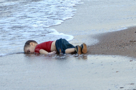 2015-11-18-1447885232-8660476-photosofdrownedsyrianboyshockworldasrefugeecrisisgrowspg.jpg