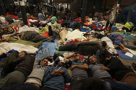 2015-11-20-1448028498-2729432-Syrian_refugees_having_rest_at_the_floor_of_Keleti_railway_station._Refugee_crisis._Budapest_Hungary_Central_Europe_5_September_2015.jpg
