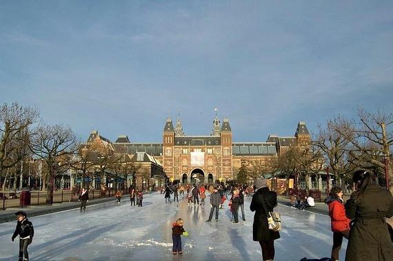 2015-11-23-1448302041-6925993-IceskatingrinkRijksmuseumAmsterdam.jpg