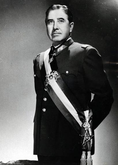 2015-11-24-1448358241-5624816-Augusto_Pinochet_foto_oficial.jpg