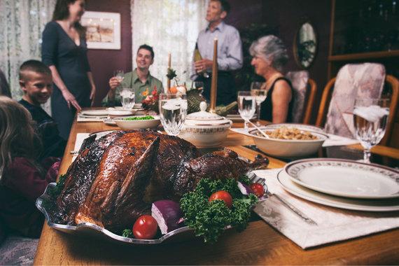 2015-11-25-1448419815-3510154-thanksgiving_family_AI.jpg