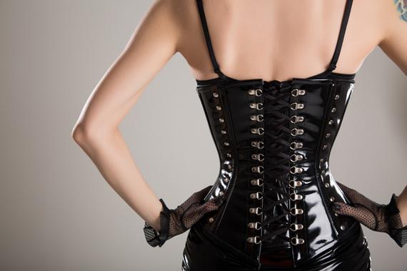 2015-11-25-1448466100-3268778-corset_pic.jpg
