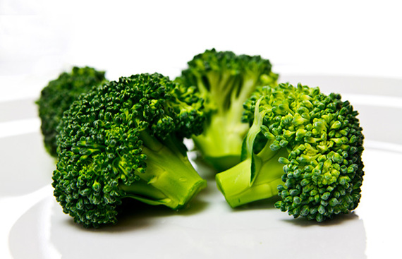 2015-11-25-1448474567-5061331-getty168677482broccolilacaosa.jpg