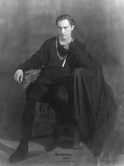 John_Barrymore as Hamlet, 1922. Public domain via Wikimedia Commons