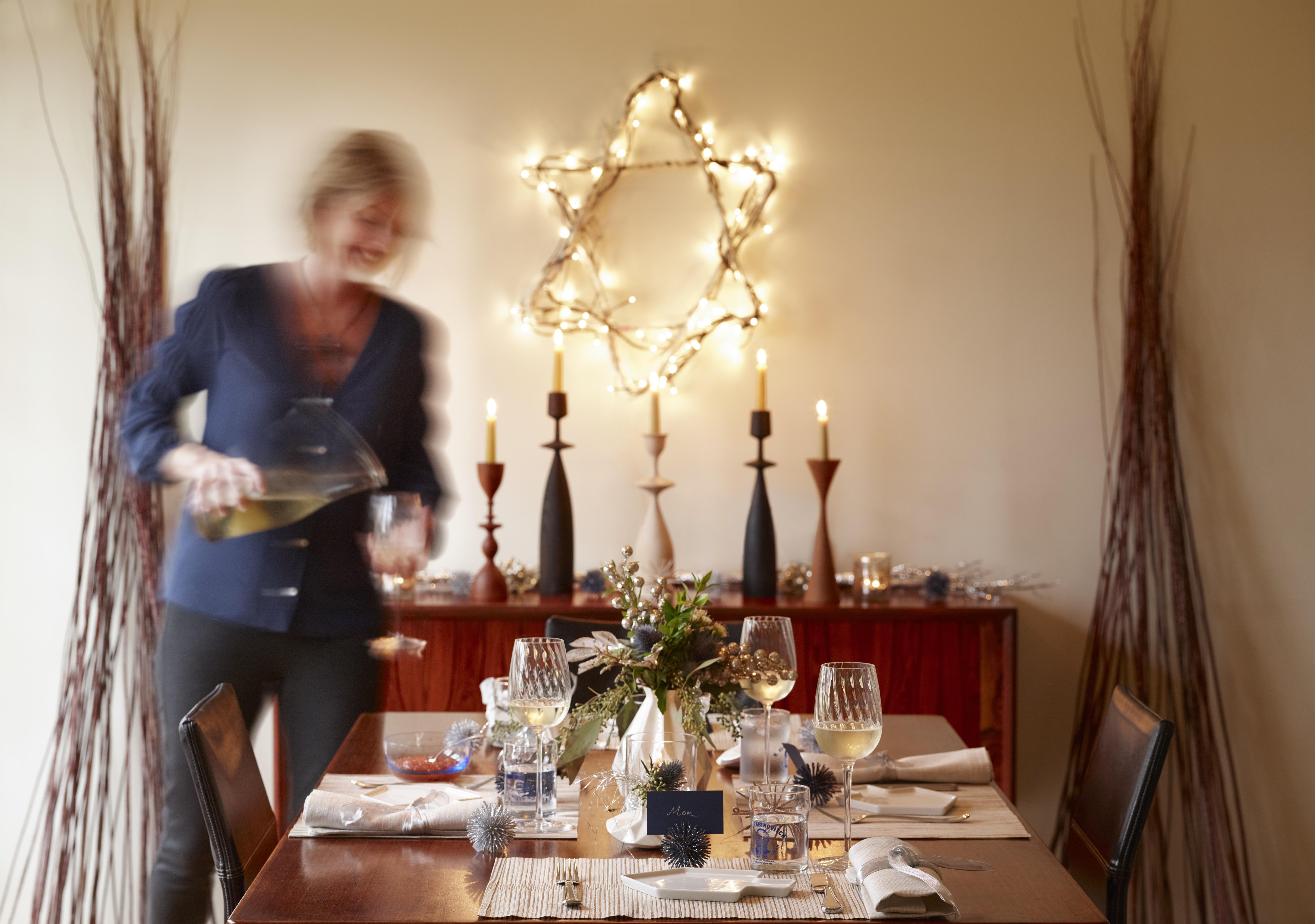 Beautiful and Inspirational Ways to Decorate for Hanukkah