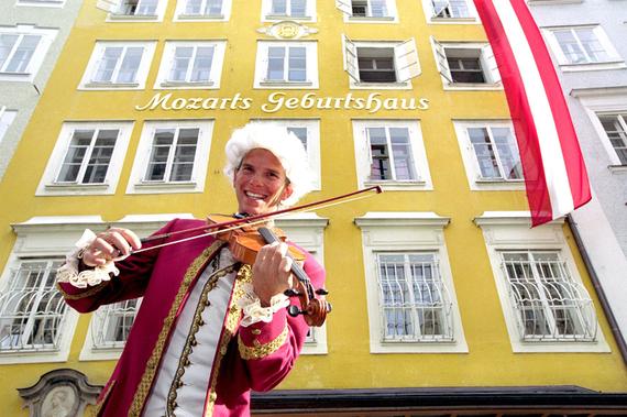 2015-12-02-1449090887-5616847-MozartsGeburtshaus.jpg