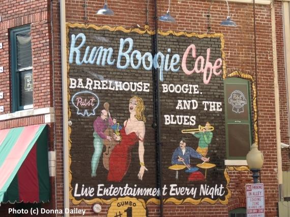 2015-12-03-1449164501-1877479-Memphis_Top_Music_Attractions_Beale_Street.jpg