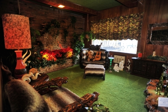 2015-12-03-1449164675-252466-Memphis_Top_Music_Attractions_Jungle_Room_Graceland.jpg
