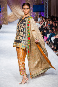 2015-12-07-1449515499-1855703-Pakistanfashion.jpg