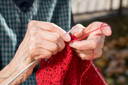 2015-12-15-1450142412-9486555-HandsKnitting.jpg