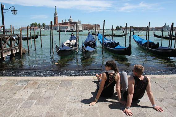 2015-12-16-1450250994-9091009-Elizabeth_Venice.jpg