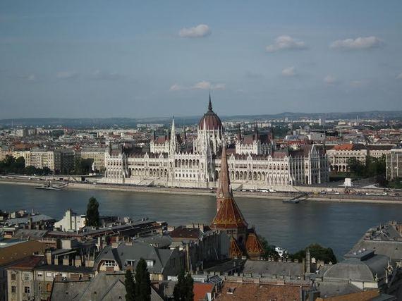 2015-12-16-1450251476-7898676-Kate_Budapest.jpg