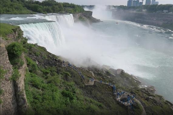 2015-12-16-1450256475-3380131-NiagaraFALLS.jpg