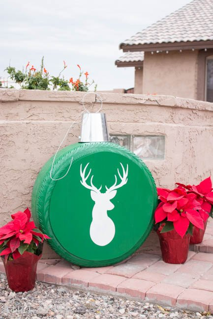 23 unusual and amazing christmas decorations from junk for Amazing christmas decorations
