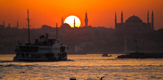 2015-12-17-1450369749-8235099-sunset_istanbul.jpg