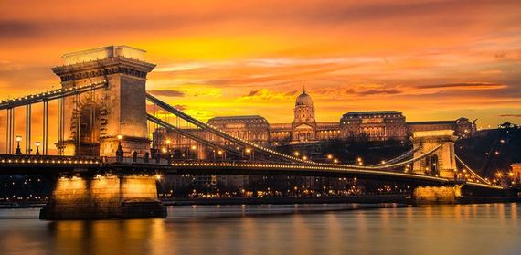 2015-12-17-1450369900-7485338-sunset_budapest.jpg
