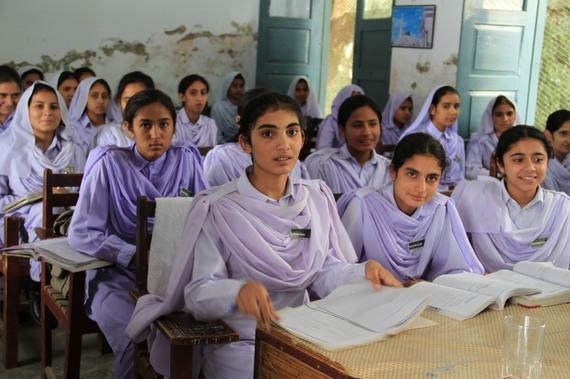 2015-12-18-1450437215-3903514-Girls_in_school_in_Khyber_Pakhtunkhwa_Pakistan_7295675962.jpg