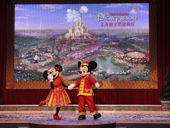 2015-12-18-1450451219-9704444-ShanghaiDisneyCeremony5.jpg