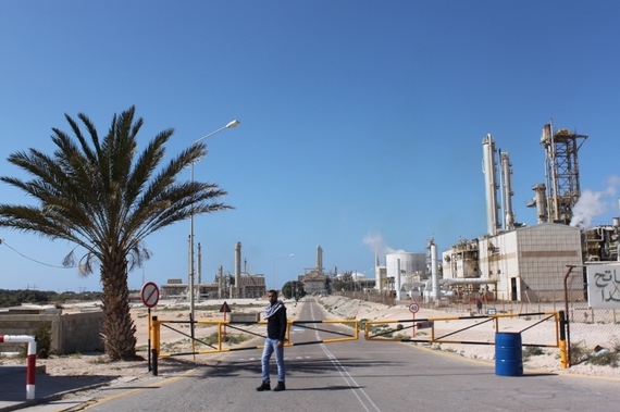 2015-12-19-1450494638-8526930-Libya3Brega_oil_complex.jpg