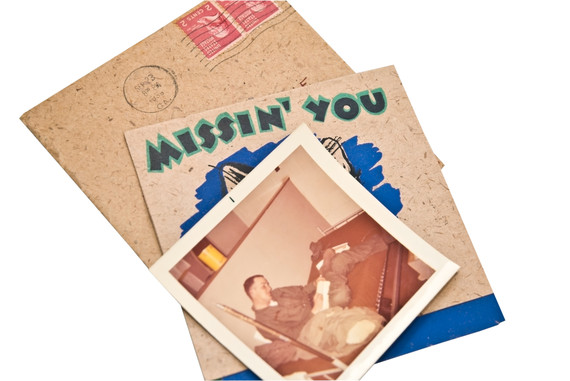 2015-12-20-1450583731-9037907-soldierwritingletterhome.jpg