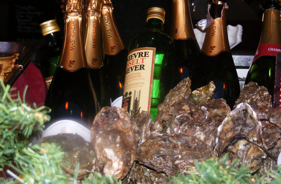 2015-12-22-1450803556-1135240-oystersandchampagne.png