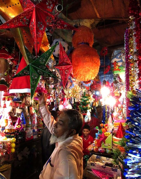 2015-12-24-1450959431-2769766-Rita.Banerji_christmaspartydecorationshops.jpg