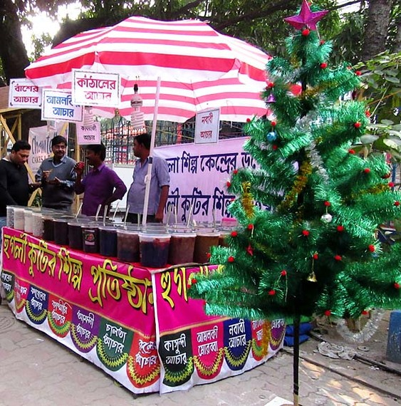 2015-12-24-1450959657-1756526-Rita.Banerji_picklestandatchristmasfair.jpg