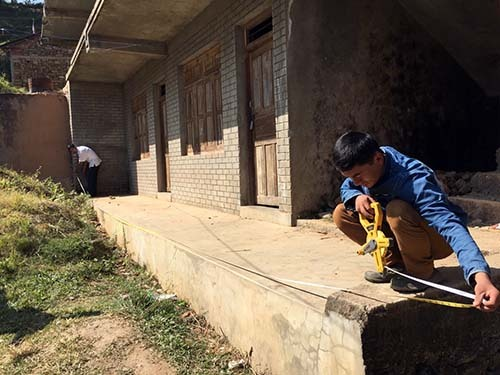 2015-12-26-1451133339-6864978-WorkersrebuildingadestroyedschoolinNuwakotNepalcourtesyJoanneBoustany.jpg