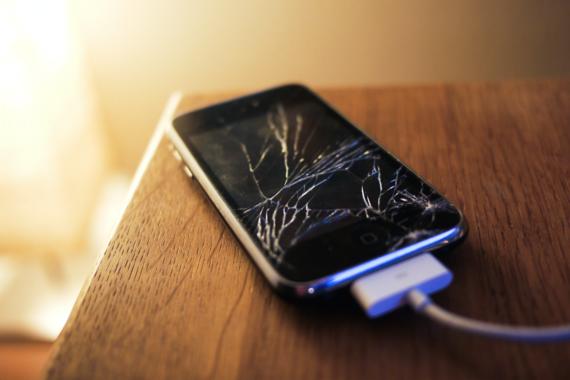 2015-12-29-1451419850-642248-Brokenphone.png