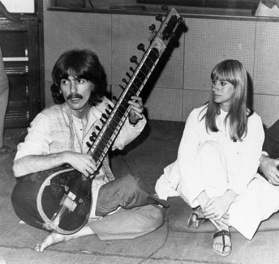 2015-12-30-1451456296-15318-GEORGEHARRISONINDIA_original.jpg