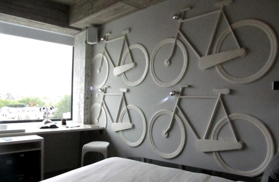 2015-12-31-1451560921-5220548-Volkshotel_Amsterdam_White_Bicycles_room.jpg