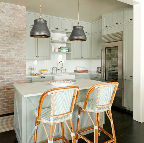 6 Tips To Using Coral In The Kitchen: 5 Tips To Make Your Small Kitchen Feel Large